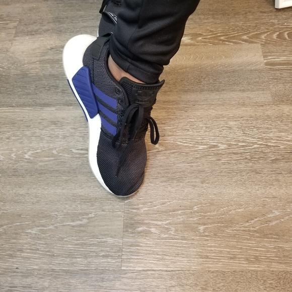 fa6d6509d NIB New Adidas NMD R2 women 7 black   Navy Blue